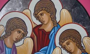 Hoy celebramos la fiesta de los tres Arcángeles, palabra que significa principal entre los ángeles. San Miguel, escudo protector para hacer frente a los ataques del demonio; San Gabriel, el que anuncia…
