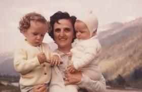 28/04/2016 - Un 28 de abril de 1962, en Magenta, Italia partía a la casa del Padre Gianna Beretta Molla.Fue beatificada por Juan Pablo II el 24 de abril de 1994, Año…