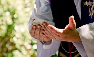 La Solemnidad del Corpus Crhisti se celebra el jueves siguiente a la celebración de la Solemnidad de la Santísima Trinidad. Ésta fiesta comenzó realizarse en Lieja en el año 1246; el Papa…