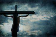 """Este día contemplamos la entrega de Jesús en la cruz, por amor a todos los hombres. """"ElViernes Santoes día de penitencia, de ayuno…"""