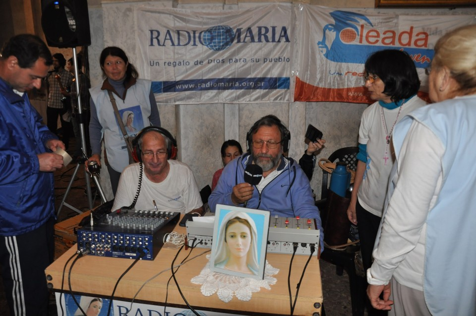 Transmisión de la misa central para la red de Radio María