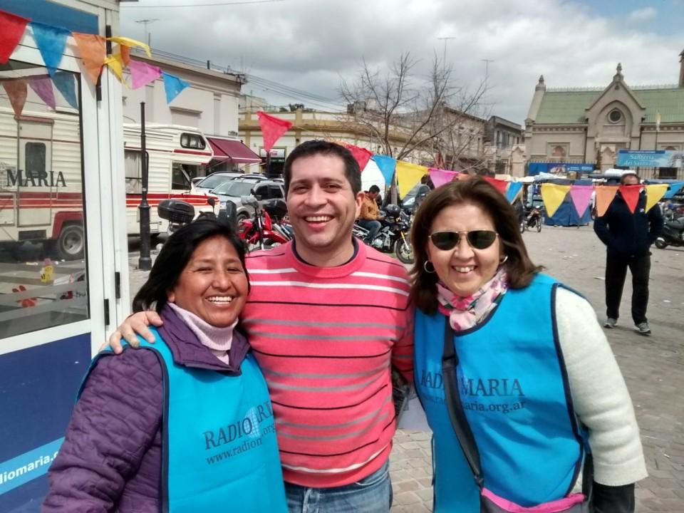 Mercedez, a la izquierda de la foto, Juanjo Santander y Liz