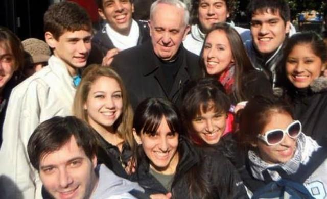"""08/10/2015 - Cuando el Papa Francisco era monseñor Jorge Bergoglio, participó en Radio María en el programa """"Voluntariando"""", animado por voluntarios de Manos Abiertas. En esa ocasión se refirió al voluntariado de…"""