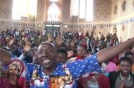 """06/05/2016 – El Santuario en Kibeho (Ruanda) a """"Nuestra Señora de los dolores"""" reúne a millones de peregrinos Africanos. Se trata del lugar…"""