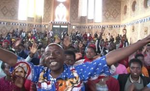 """06/05/2016 - El Santuario en Kibeho (Ruanda) a """"Nuestra Señora de los dolores"""" reúne a millones de peregrinos Africanos. Se trata del lugar donde la Virgen se le apareció a 6 jóvenes…"""