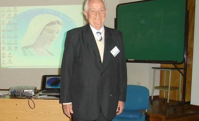 20/09/2017 - Como Familia de Radio María en Argentina queremos compartir que hoy a las 14hs partió a la casa del Padre el Contador César Luis Soteras, padre de nuestro Director P.…