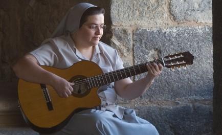 23/11/2017 -La hermana Glenda visita por primera vez Córdoba celebrando sus 25 años de servicio musical. El viernes 1º de diciembre se presentará en el Estadio Corazón de Maríaen un concierto-oración organizado…