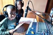 Con un alcance potencial de 83 millones de oyentes, Radio Maria en África realiza acciones concretas para el bien de las personas y…