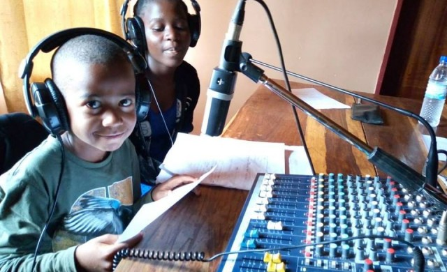 Con un alcance potencial de 83 millones de oyentes, Radio Maria en África realiza acciones concretas para el bien de las personas y sus comunidades. En los últimos años hemos transmitido programas de ayuda humanitaria, prevención sanitaria, agricultura, alfabetización, educación y formación profesional en diversos países del continente: Malawi, Ruanda, Tanzania, Togo, Uganda. Y gracias al compromiso de los oyentes…