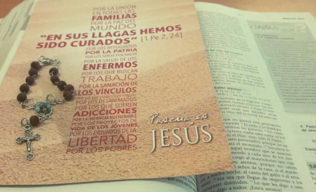 """Ya están disponibles las nuevas tarjetas """"Pascua es Jesús"""", te invitamos a conocerlas y formar parte de esta campaña, para poner a Jesús en el centro de la celebración pascual. """"Pascua es Jesús"""",es una campaña de difusión del mensaje evangélico de Jesús, centrada en el misterio de la Cruz. Buscamos resignificar el sentido de la Pascua, despertando en los corazones…"""