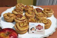 """Romina Alvelo visitó la cocina de María y preparó una novedosa dulzura para acompañar desayunos o meriendas. Las """"Rosas de María"""" son una…"""