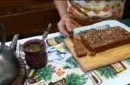 """Desde """"el fin del mundo"""", Carola y Nilda, se están preparando para la Mariathón ensayando una torta de semillas. Saludable y sencilla, desde…"""