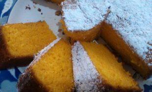 Con una receta heredada de su abuela, Corina Acevedo cocinó durante la Catequesis una torta de zanahoria.…