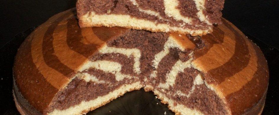 """Gabriela Fiori, mientras junto al P. Javier Soteras compartía el espacio sobre """"Magisterio de la Iglesia"""" preparó un bizcochuelo marmolado que hacía su abuela. https://youtu.be/qpUnZYtr14c  Ingredientes - 200 g crema de leche -250 de azúcar -3 huevos -300 gramos de harina leudante - cacao amargo a gusto  ¿Cómo participar de Mariathón? Algunas ideas aquí:"""