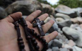 A lo largo de la programación de Radio María Argentina, rezamos los cuatro misterios del rosario cada día. Así la oración se convierte en un espacio de encuentro comunitario con Dios y de intercesión por las necesidades de los oyentes y del mundo.   Durante este tiempo, al iniciar el día (de lunes a viernes), rezamos el Rosario de…