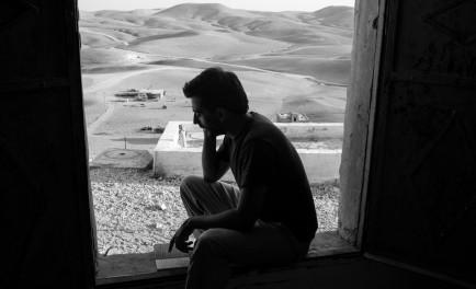 """22/10/2014 - """"Lo terrible de la guerra es que revienta, se hace cicatriz, te despedaza, pero no duele"""". Eduardo Soteras es cordobés y fotógrafo documental, y es el único comunicador argentino en…"""