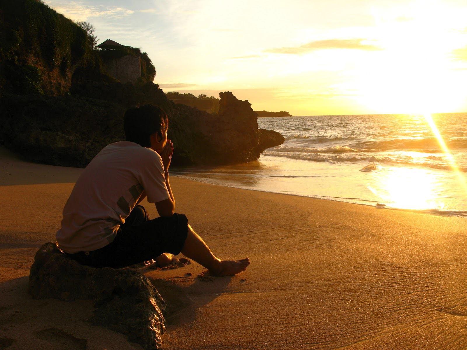 Resultado de imagen para hombre viendo el horizonte