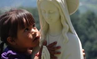 Señor, dame un corazón enamorado como el corazón de María; Un corazón generoso como el corazón de…