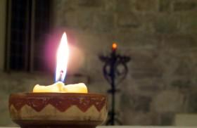Ven, Espíritu Divino manda tu luz desde el cielo. Padre amoroso del pobre; don, en tus dones espléndido; luz que penetra las almas; fuente del mayor consuelo. Ven, dulce huésped del alma,…