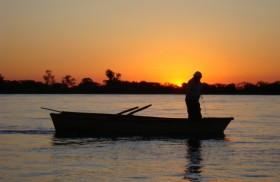 """La escena de la pesca milagrosa (Lc 5, 1-11) nos resulta bien conocida. Tras la sobreabundancia aparece la expresión de Pedro """"alejate de mí porque soy un pecador"""". Jesús le responde…"""