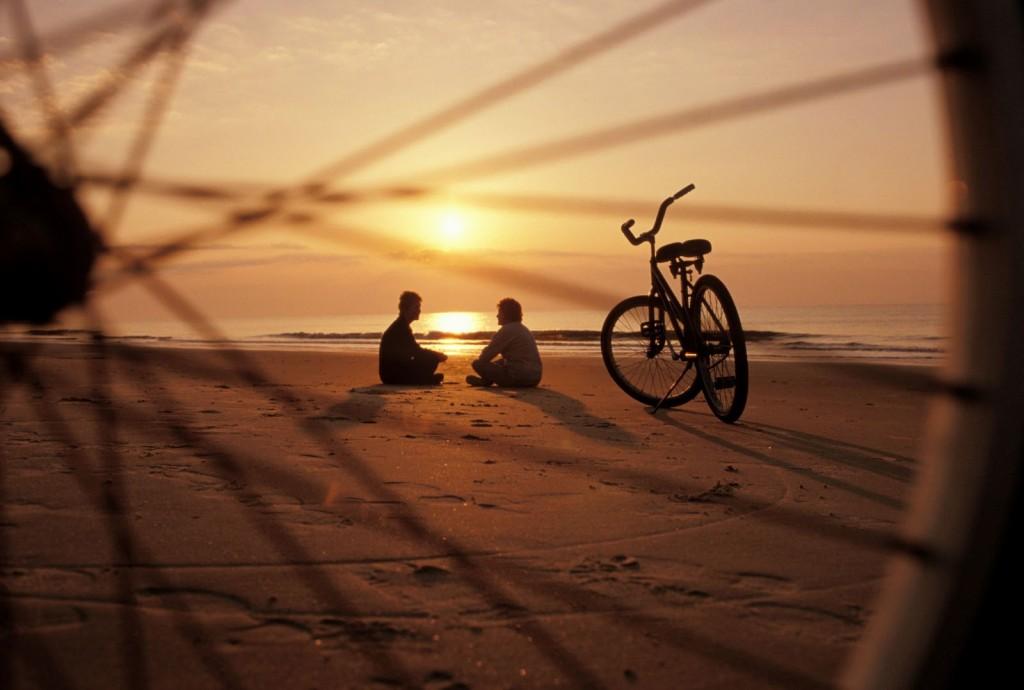 playa-bicicletas-atardecer
