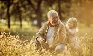 26/10/2016 - Es muy común de las abuelas bendecir a los hijos o a los nietos al despedirse. ¿Qué significa? De hecho el Papa Francisco también invitó a bendecir a nuestros seres…