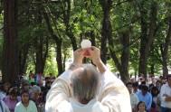 Se cuenta que el Santo Cura de Ars, tenía un feligrés que le acaparaba mucho la atención porque siempre salía velozmente de la…