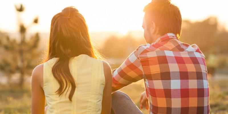 web3-couple-back-sunset-shutterstock_161556542-rock-and-wasp-ai