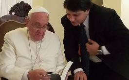 Javier Cámara, a través de diversas entrevistas y testimonios, nos ayuda a adentrarnos en profundidad en la…