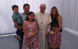 """Federico Wals y su familia se encontraron con el papa Francisco durante la visita apostólica a Chile, en enero pasado.  Lo dijo Federico Wals, quien durante seis años fue secretario de prensa del entonces Cardenal Bergoglio. """"Sigue siendo el mismo, y lo extraño como si fuera mi padre"""", aseguró. Y contó cuándo y cómo fue la única vez que…"""
