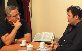 """""""Diálogo de hermanos"""" es un ciclo semanal en formato radial y audiovisual. El Padre Javier Soteras y…"""