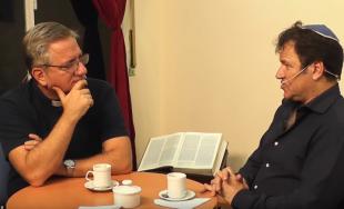 """""""Diálogo de hermanos"""" es un ciclo semanal en formato radial y audiovisual. El Padre Javier Soteras y el Rabino Marcelo Polakoff, en conversación amena y fraternal, buscan arrojar luz sobre aquellos aspectos…"""