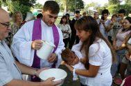 29/12/2018 – El padre Pablo Pastrone es un sacerdote platense, actualmente párroco en Nuestra Señora de los Milagros de Villa Elisa, y también…
