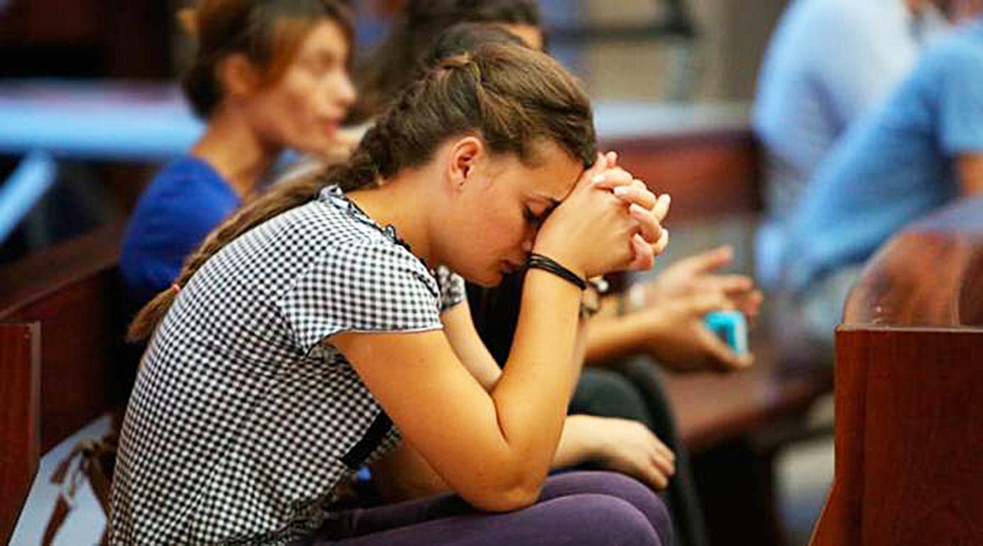 Resultado de imagen de rezando silencio