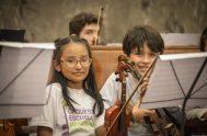 04/1/2019 – La Lic. Oriana Silva, flautista, directora de orquesta venezolana y asistente de coordinación de la Orquesta Escuela Mediterránea de Córdoba, en…