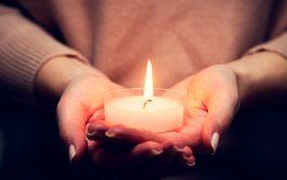 """20/09/2021 –En Lucas 8, 16-18 jesus dice """"No se enciende una lámpara para cubrirla con un recipiente o ponerla debajo…"""