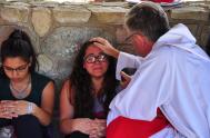 """[audio mp3=""""https://radiomaria.org.ar/_audios/35881.mp3""""][/audio] 11/01/19.- El evangelio hoy nos presenta otra de las manifestaciones iniciales de Jesús: la curación del leproso. Su fama crecía y…"""