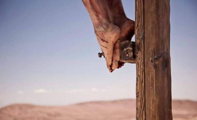"""En viernes santo recorremos juntos las 7 palabras que Jesús pronunció durante su crucifixión, antes de morir. Palabras que encontramos en los Evangelios canónicos. En Mateo 3 y Marcos, 4 mencionan solamente una, la cuarta. El de Lucas relata tres, la primera, segunda y séptima. El de Juan recoge las tres restantes, la tercera, quinta y sexta. 1- """"Padre,…"""