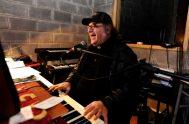 """[audio mp3=""""http://radiomaria.org.ar/_audios/40495.mp3""""][/audio] 17/08/2019 – El padre César Scicchitano Tagle es sacerdote, músico y cantante. Integra el grupo """"El padre César y los pecadores""""…"""