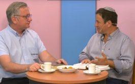"""18/09/2019 – En el ciclo """"Diálogo de Hermanos"""", el padre Javier Soteras y el rabino Marcelo Polakoff…"""
