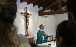 14/10/2019 – El padre Mario Sanchez continuó, en esta oportunidad, desarrollando el tema de los Signos Litúrgicos y respondiendo a…