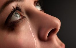 """14/10/19- """"No tengan miedo de llorar en contacto con situaciones difíciles: son gotas que riegan la vida. Las lágrimas de…"""