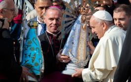 01/11/2019 – En Historias de santidad, la Dra. Silvia Correale, detalló la bendición que realizó el papa Francisco en la…