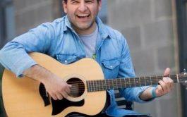 """21/01/20- En nuestro ciclo """"palabras y música"""" recibimos con gran alegría a Maxi Larghi, músico y cantautor cristiano. La idea…"""