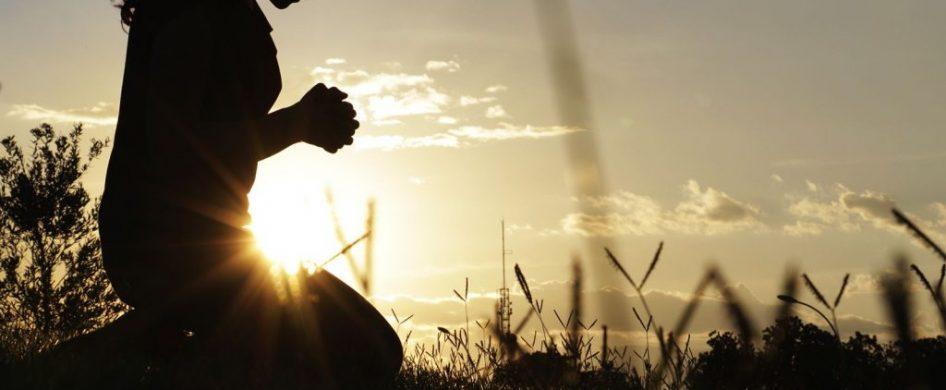 """24/02/2020 -""""Cuando volvieron a donde estaban los otros discípulos, los encontraron con un grupo de gente a su alrededor, y algunos maestros de la Ley discutían con ellos. La gente quedó sorprendida al ver a Jesús, y corrieron a saludarlo. El les preguntó: «¿Sobre qué discutían ustedes con ellos?». Y uno del gentío le respondió: «Maestro, te he traído…"""