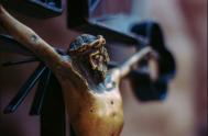 """27/03/2020 – Hoy contemplamos a Jesús en la cruz, estamos al pie de la misma, junto a María. """"Como el mundo, con su…"""