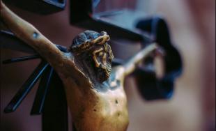 27/03/2020 – Hoy contemplamos a Jesús en la cruz, estamos al pie de la misma, junto a…