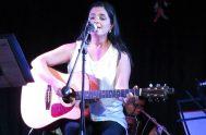 """[audio mp3=""""https://radiomaria.org.ar/_audios/46933.mp3""""][/audio] 01/05/2020 - La cantante y compositora católica, Lorena Calderón, está presentando su más reciente trabajo discográfico titulado """"Libre acceso"""", y con…"""