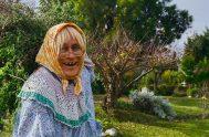 """10/06/2020 – Doña Jovita, nuestra abuela amiga de Traslasierra, nos acompaña cada semana con su sabiduría y alegría. Ella es una """"escuchante crónica""""…"""