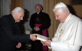 01/07/2020 –Ha fallecido, a los 96 años de edad en la ciudad alemana de Ratisbona, Monseñor Georg Ratzinger , el…